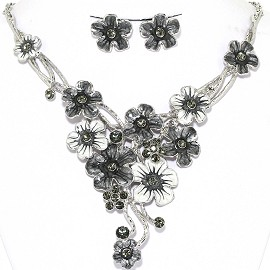 Necklace Earrings Set Flowers Pastel Silver Gray White AE219